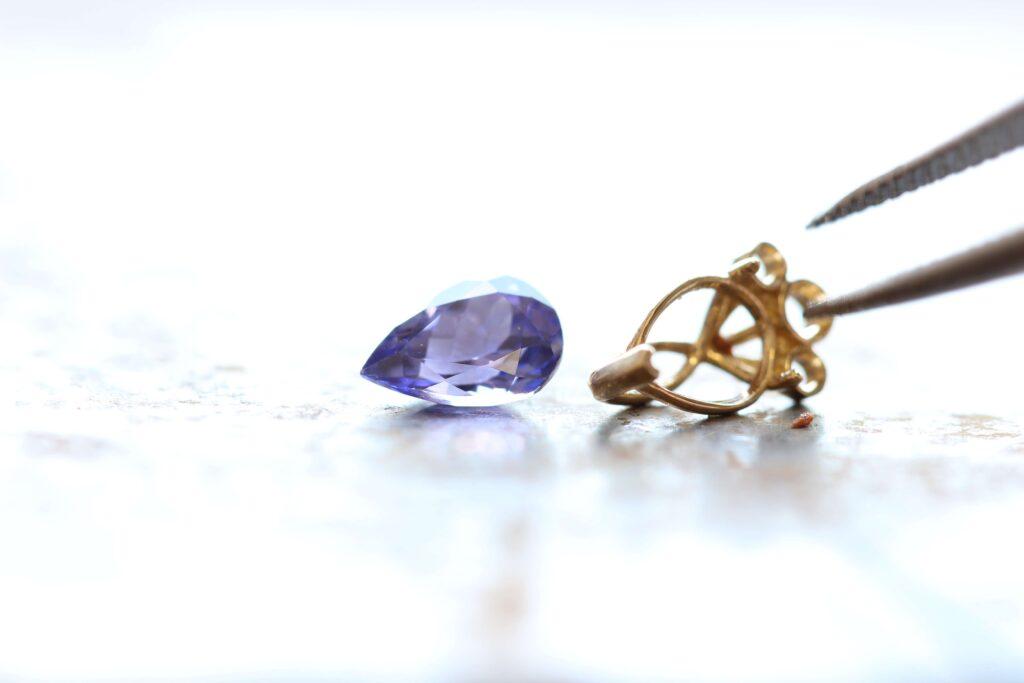 שיבוץ תכשיטים