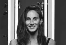 "Photo of ""ההשראה שלי נובעת מהלקוחות שלי והסיפור שלהם"" נועה קפלן מעצבת תכשיטים תחת הלופה"